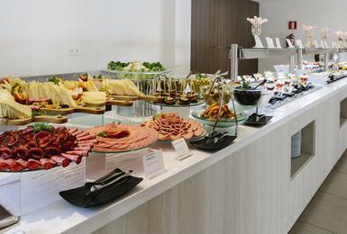 Шведский стол Отель AluaSoul Mallorca Resort (Только для взрослых) Cala d'Or, Mallorca